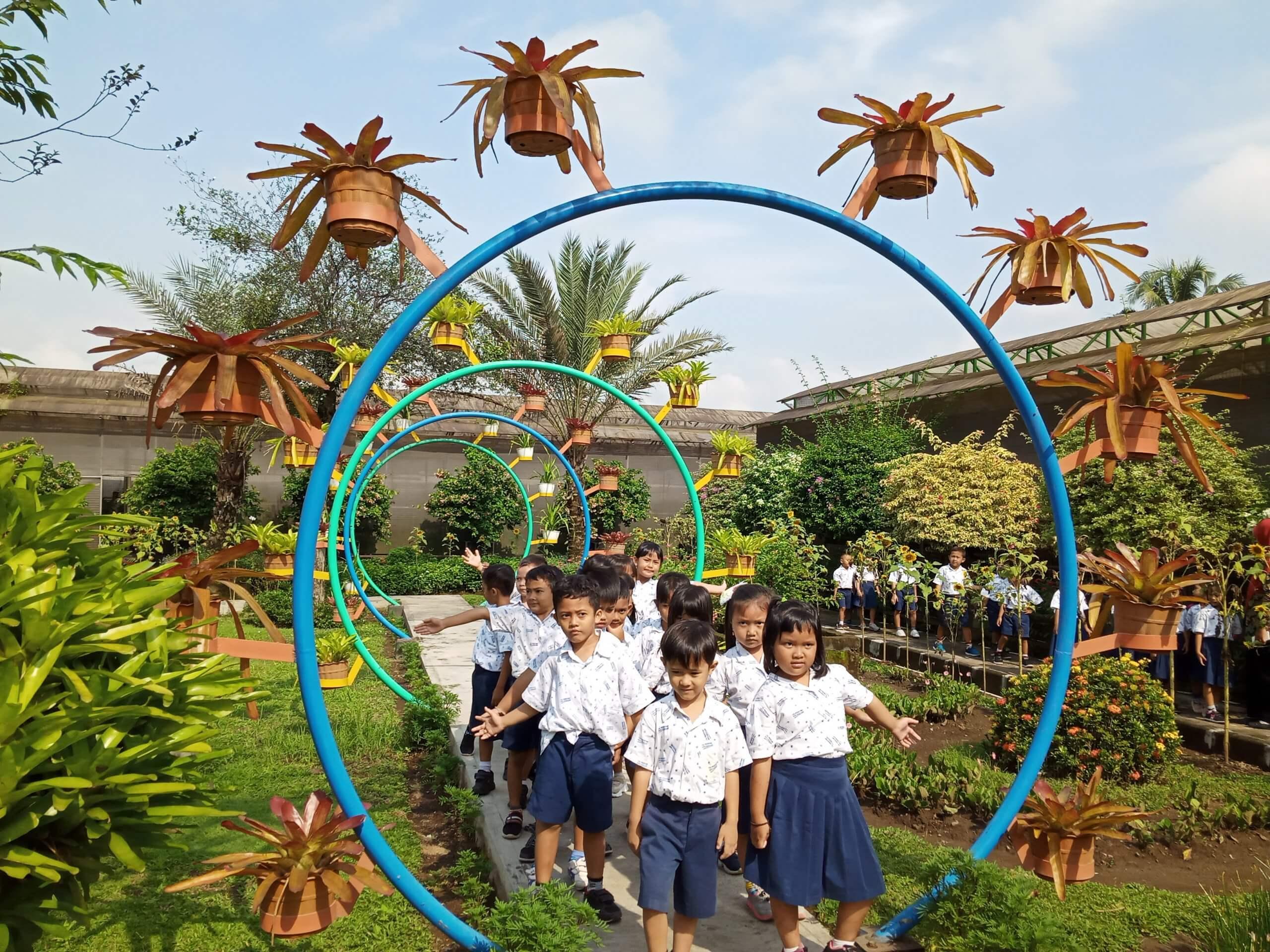 Rekreasi dan Belajar, TK Pertiwi Kota Magelang Berkunjung ke Kebun