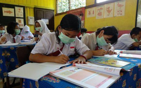 TATAP MUKA. Pembelajaran tatap muka di tengah pandemi. (foto: indoviska.com)