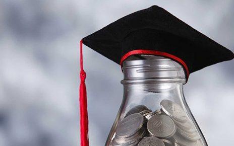 UANG. Ilustrasi uaang untuk biaya kuliah. (foto: kreditgogo.com)