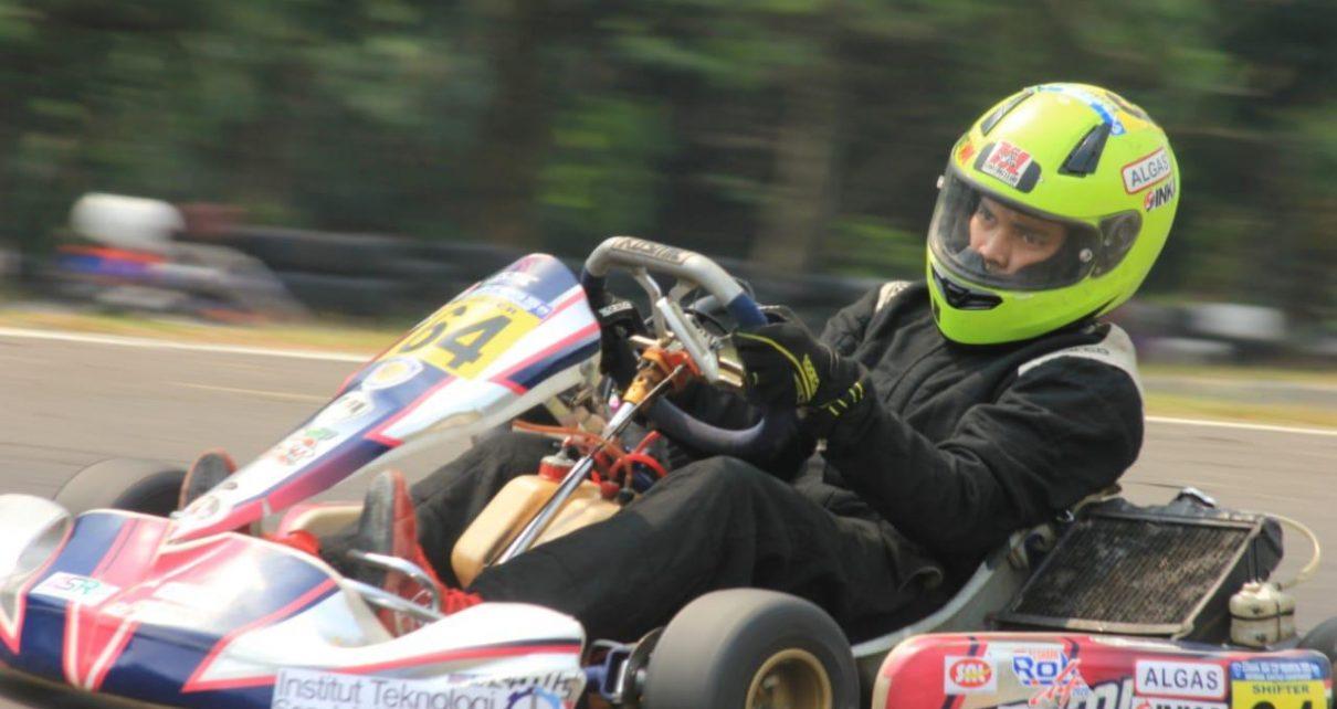 BALAP. Ishlah Muhammad Rahman saat berada di lintasan balap mewakili Mesin ITS Karting Club. (foto: ist)