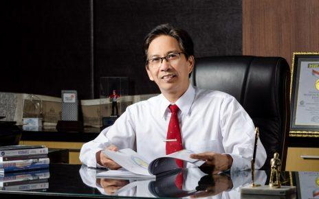 Rektor ITS Prof Dr Ir Mochamad Ashari M Eng