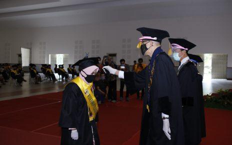 WISUDA. Prosesi Wisuda 247 Sarjana dan 54 Diploma Untidar. (foto: ist)