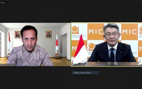 KOMUNIKASI. Mendikbud Nadiem Anwar Makarim dan Menteri Dalam Negeri dan Komunikasi Jepang, Ryota Takeda melakukan komunikasi secara virtual. (foto: ist)