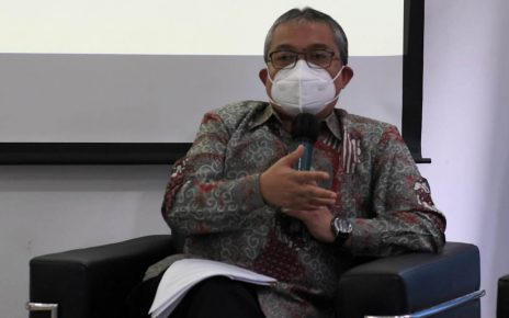 PENJELASAN. Kepala Badan Bahasa, Endang Aminudin Aziz saat memberikan penjelasan. (foto: kemendikbud,go.id)