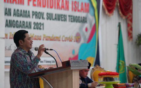 PENJELASAN. Direktur Jenderal Pendidikan Islam (Dirjen Pendis), Muhammad Ali Ramdhani sedang memberi penjelasan. (foto: kemenag)
