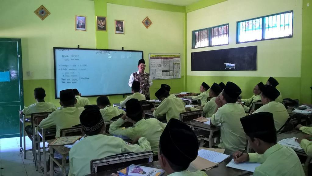 BELAJAR. Kegiatan belajar mengajar sebelum pandemi covid. (foto: dokpribadi)