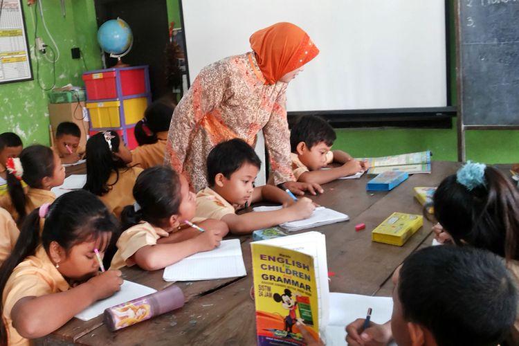 BELAJAR. Pembelajaran di kelas sebelum pandemi covid-19. (foto: kompas)