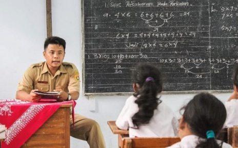 Ilustrasi guru mengajar sebelum pandemi. (foto: medcom.id)