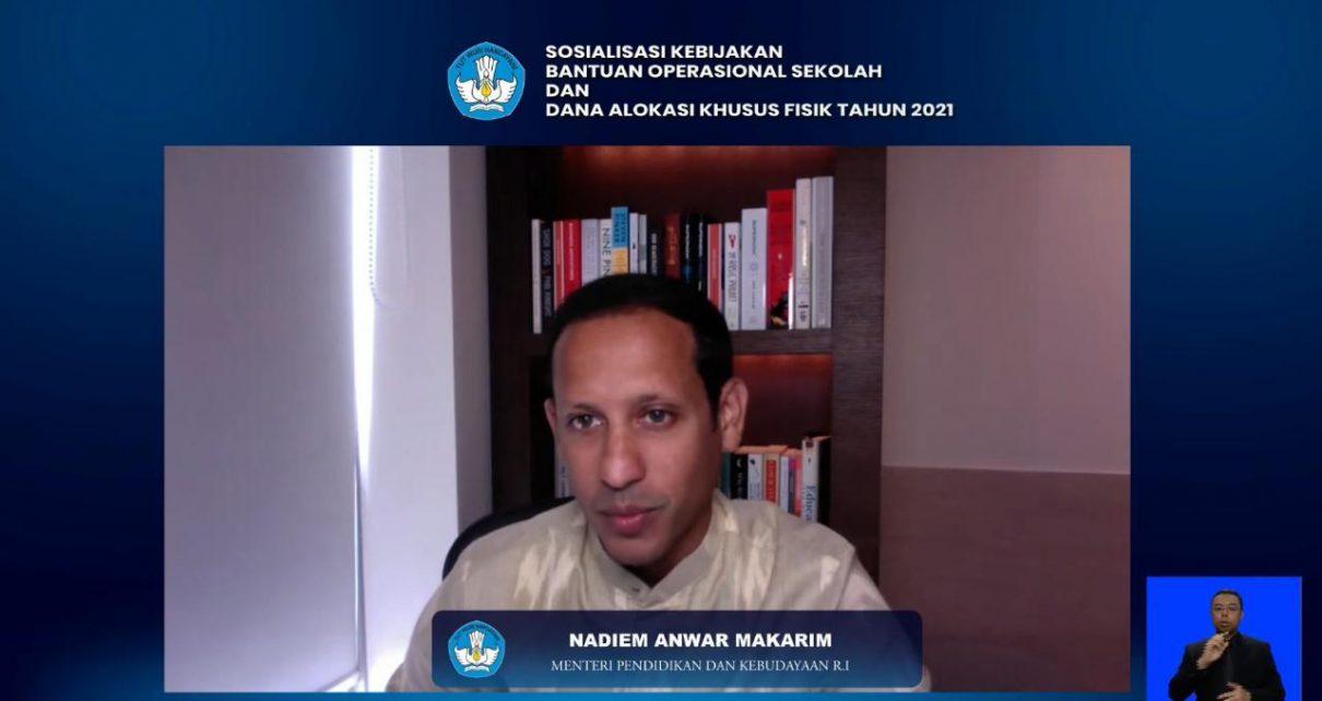 KETERANGAN. Mendikbud Nadiem Makarim saat menyampaikan keterangan. (foto: kemendikbud.go.id)