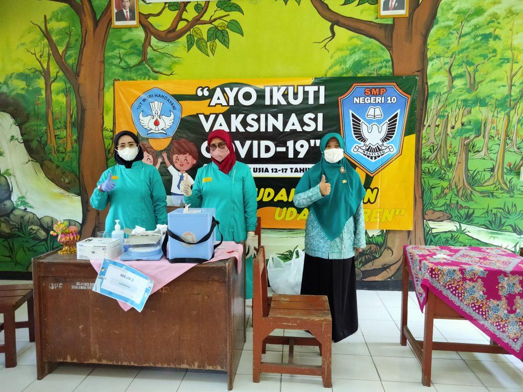 Fatin Mahdalina S.Pd. bersama petugas Puskesmas Magelang Selatan